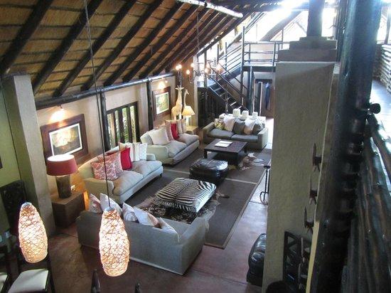 Kariega Game Reserve - River Lodge: Lounge and Bar Area