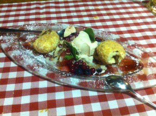 Gassl Brau: Canederli dolci di ricotta ripieni di salsa nugat serviti con gelato torroncino