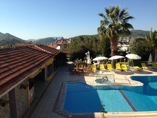 Olympos Hotel : View of the restaurant, bar and pool from my room