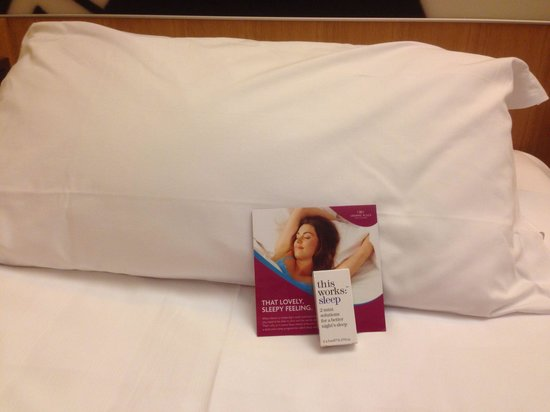 Crowne Plaza Hotel Milan City: Bedroom detail