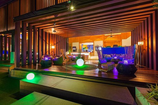 W Retreat Koh Samui: Chill out area at the lobby