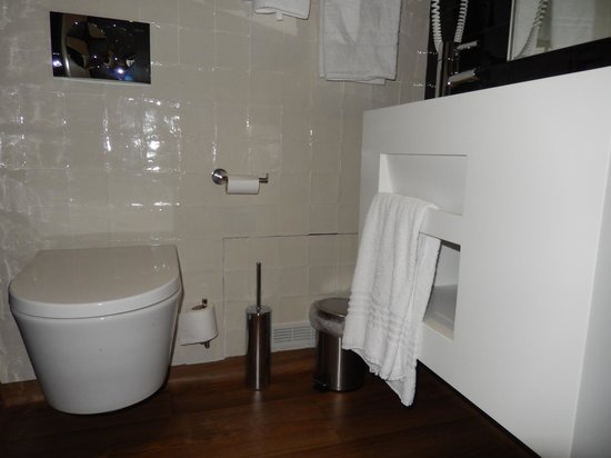 Lisboa Tejo Hotel: bathroom floor area