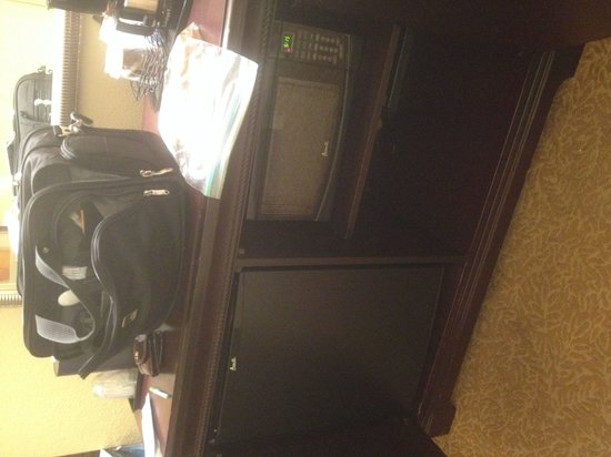 Country Inn & Suites By Carlson, Bloomington at Mall of America: Fridge and microwave
