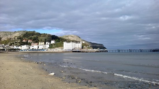 The Grand Hotel - Llandudno: view of hotel from beach