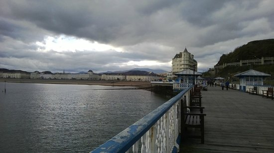 The Grand Hotel - Llandudno : view of hotel from pier