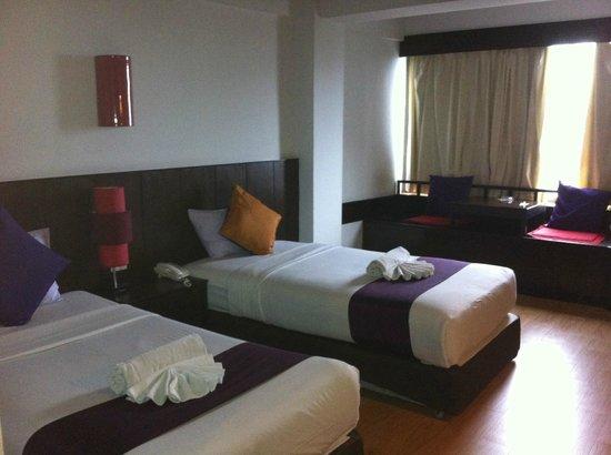 Mountain Beach Hotel: кровати на колёсиках. сдвинуть не возможно...