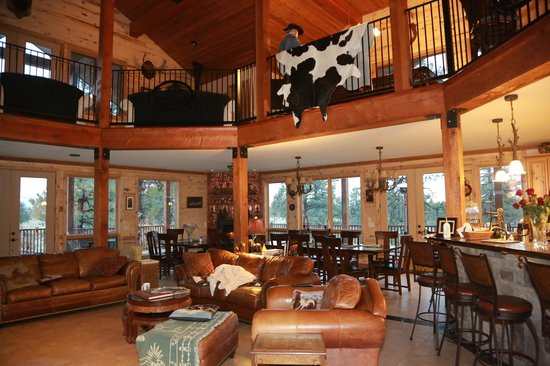 Elk Trace Bed & Breakfast : Elk Trace Main Lodge Interior