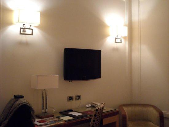 UNA Hotel Roma: Bedroom, desk area