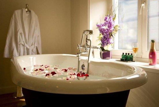 เลอ บูติค โฮเต็ล: Bathtub