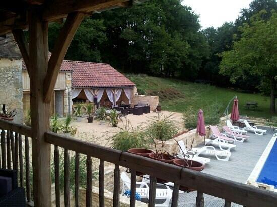 Domaine des Eymaries : jolie vue depuis le balcon privé de la swiming pool!