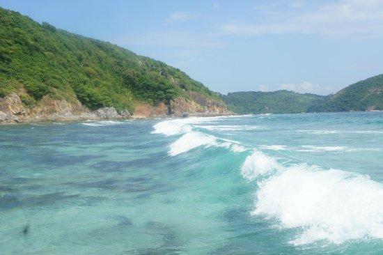 Malcapuya Island: Waves