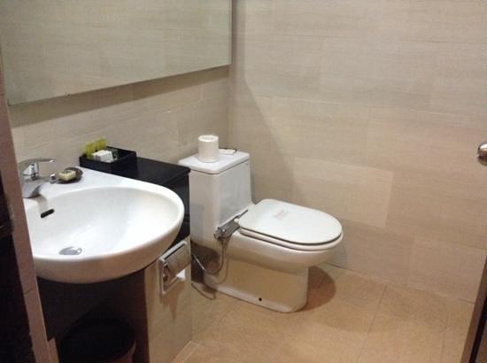 Pelangi Bali Hotel : bathroom tidy and clean
