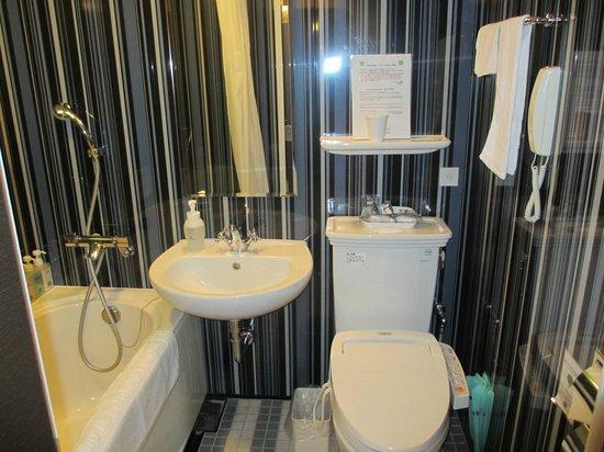 Hotel Monterey Hanzomon : Bathroom