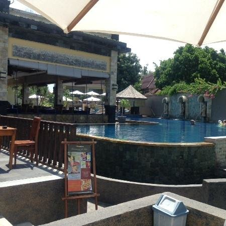 Pelangi Bali Hotel : the pool is nice and clean