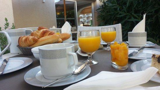 Le Petit Prince : Café da manhã self service.