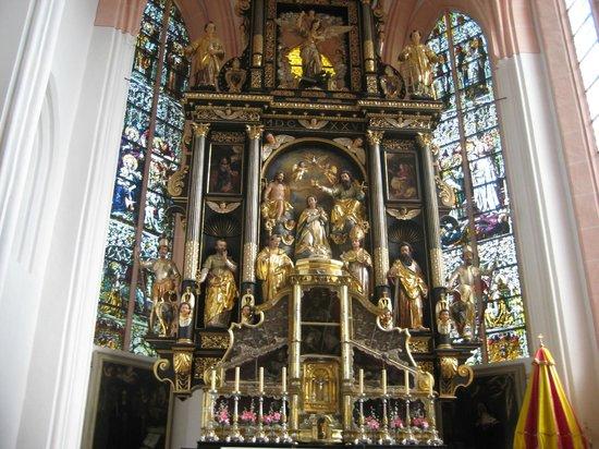 Basilica St.Michael: altare maggiore