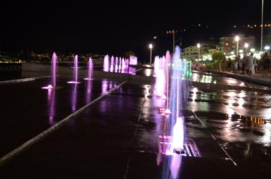 B&B Archi di Borgolungo Chiavari : La fontana del lungomare