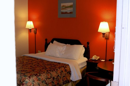 Country Hearth Inn & Suites: Queen Bed Room