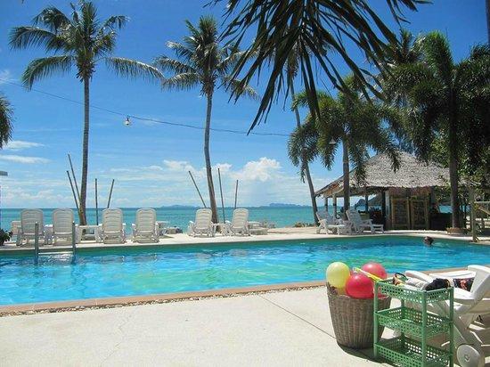 Lime n Soda Beach Front Resort: Pool area