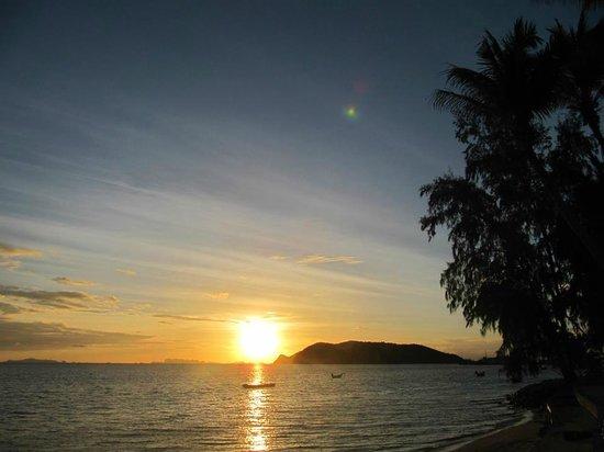 Lime n Soda Beach Front Resort: Sunset