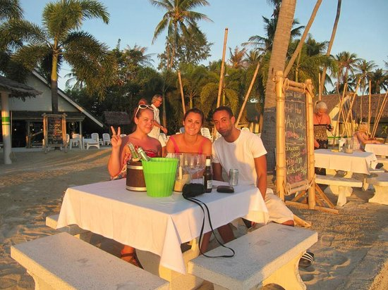 Lime n Soda Beach Front Resort: Champagne (sparkling wine) at sunset