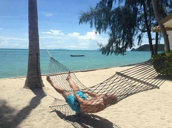 Lime n Soda Beach Front Resort: Hammock on the beach