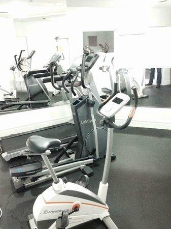 Super 8 Mt Hope Hamilton Intl Arpt ON: gym