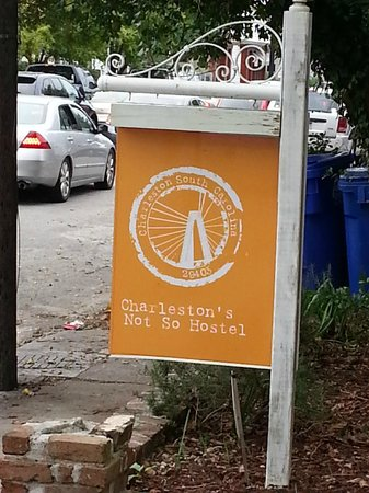 Charleston's NotSo Hostel: sign on street in front of main house