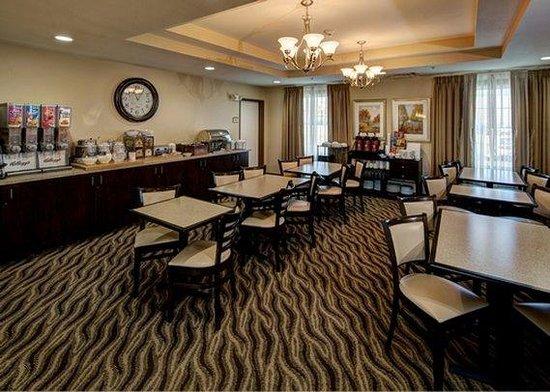 MainStay Suites Rapid City : breakfast area
