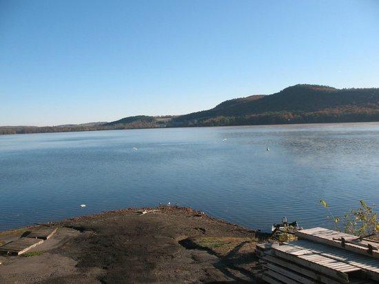 Lake N Pines Motel: View from Breakfast building
