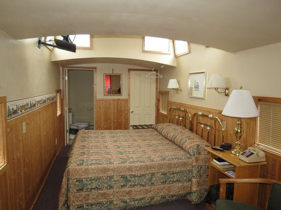 Caboose Motel : Inside unit 1004