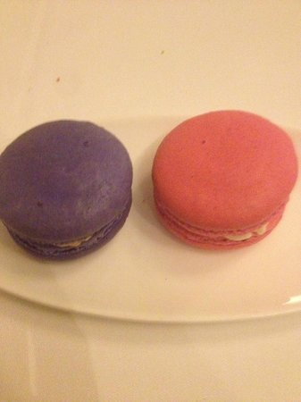 Auberge du Pommier: Celebrated our anniversary, they surprised us with macaroons to take home