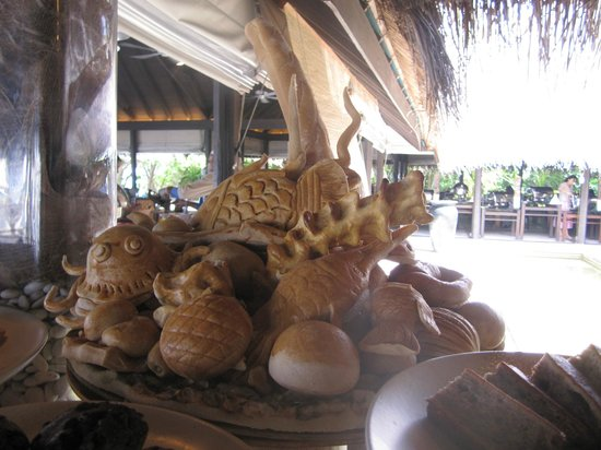 Coco Bodu Hithi: Bread display! These are all made of bread! How cool!?