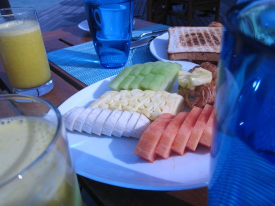 Coco Bodu Hithi: Breakfast fruits (pick your own, at breakfast and dinner buffet)