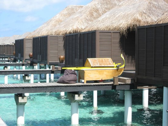 Coco Bodu Hithi: The coolest laundry cart in the world!!!!