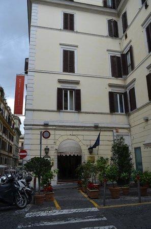 Hotel De Petris: Entrada del Hotel