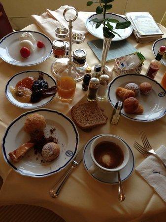 Grand Hotel Vesuvio: Breakfast delight