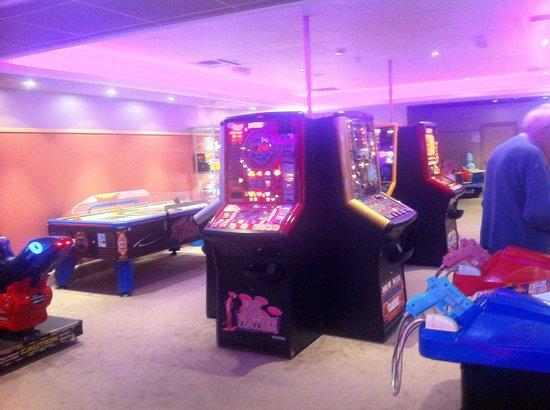 Hoburne Park Dorset: Arcade on site
