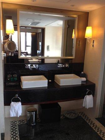 Sofitel Macau at Ponte 16 : Bathroom
