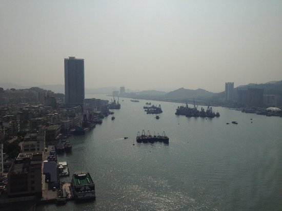 Sofitel Macau at Ponte 16 : View from my room, Macau on the left, China on the right.