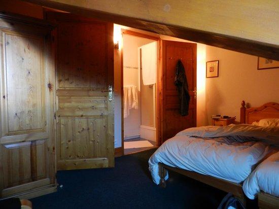 vue d 39 une chambre sous toit picture of montagnettes chalet cimes vallon macot la plagne. Black Bedroom Furniture Sets. Home Design Ideas