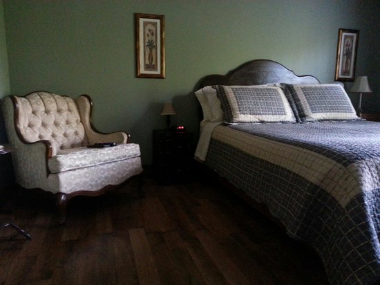 Bed and Breakfast Du Repos : Upstairs room.
