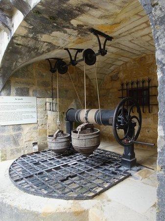 Le Chateau de Fenelon: le puit