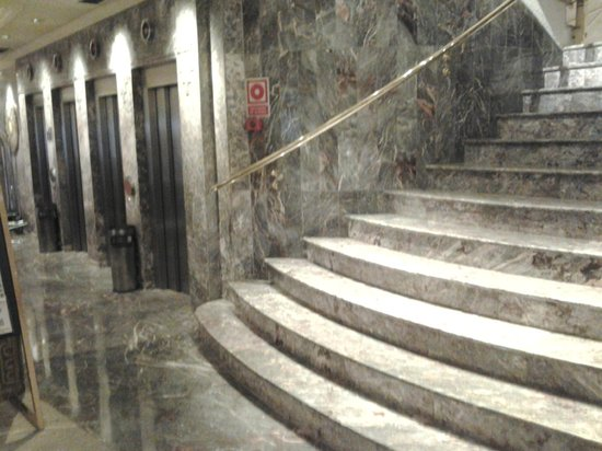 Hotel Don Pancho : Lifts and stairs