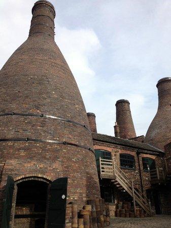Gladstone Pottery Museum : bottle kilns - outside