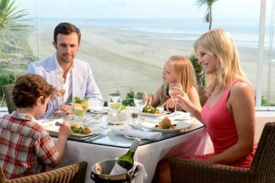 Saunton Sands Hotel: Family Dinning on the Terrace