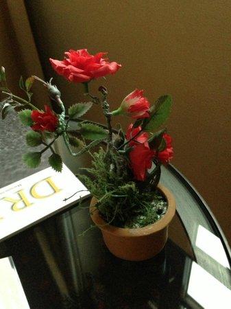 Hotel und Landgasthof Altwirt: Plastic flower