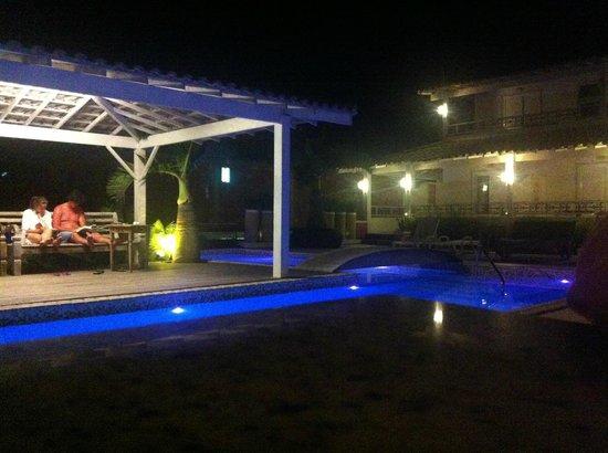 Pousada Aroma Do Mar : Pileta de noche