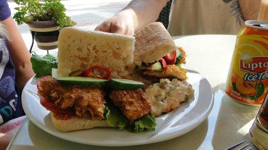 Cafe Bistro Yummy: Fried chicken sandwich