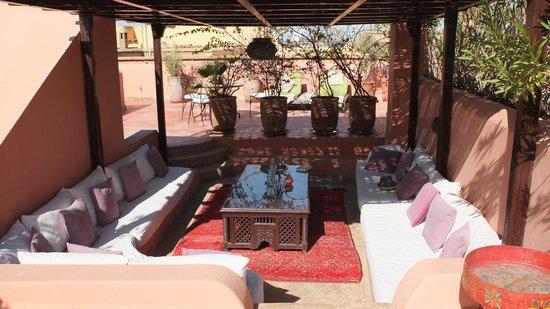 Riad Chergui: salon sur la terrasse